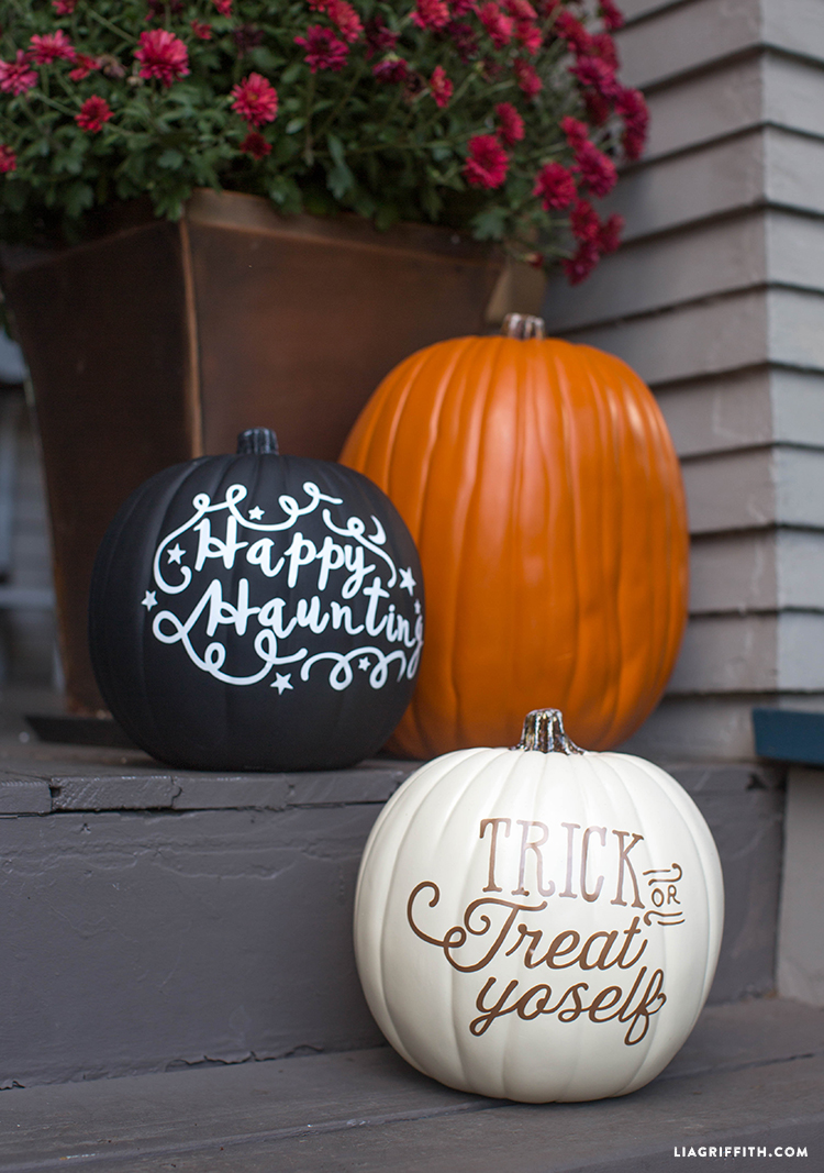 5 Vinyl Halloween Decorations You Need For Your Home